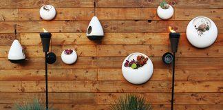Decoracion patio con antorchas
