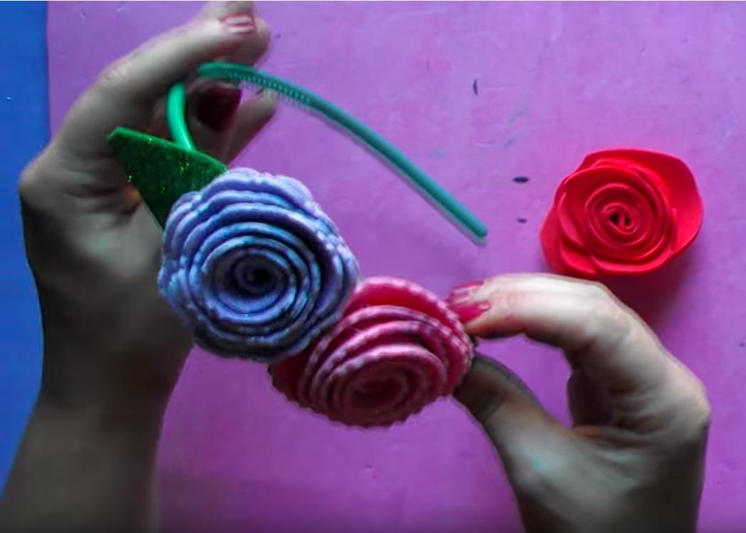 Tutorial para crear tus propias flores de goma eva - Hacer nombres con goma eva ...