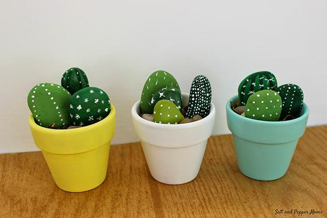 Piedras pintadas como cactus